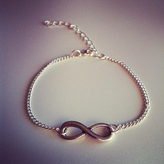 bracelet signe infini femme